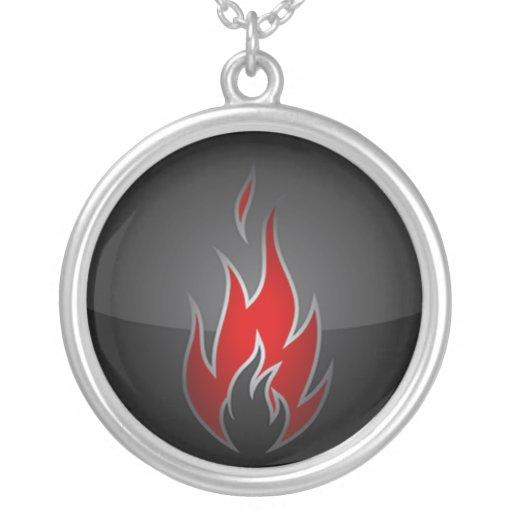 Collar del símbolo de fuego