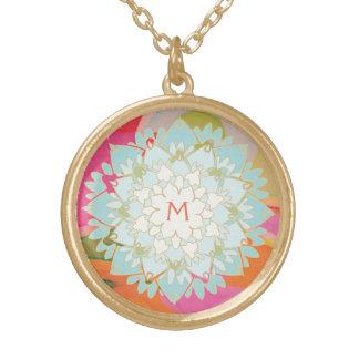 Collar Dorado Monograma colorido lindo de la flor de Lotus