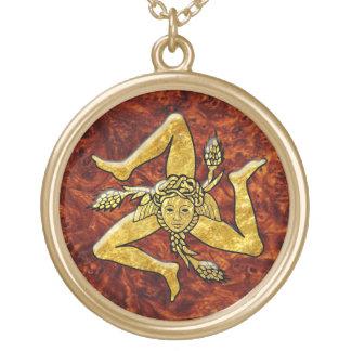 Collar Dorado Trinacria siciliano en madera del Burl del oro