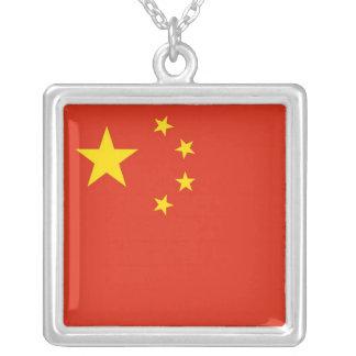 Collar elegante con la bandera de China