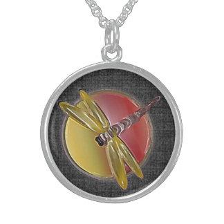 Collar esterlina (negro) del símbolo de la libélul