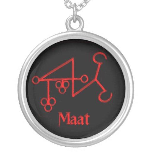 Collar gótico del símbolo del demonio de Maat