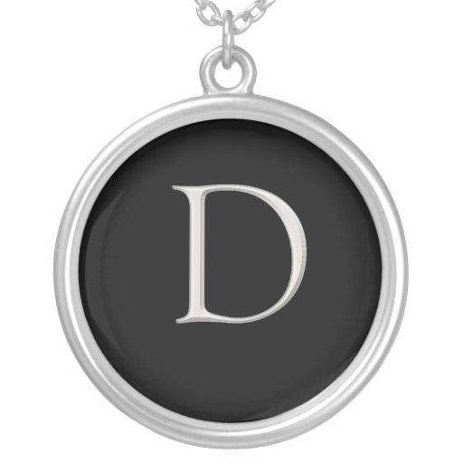 Collar inicial de plata - D