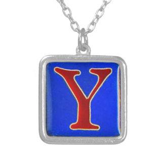 Collar inicial de Y