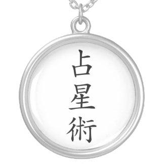 Collar japonés del kanji de la astrología