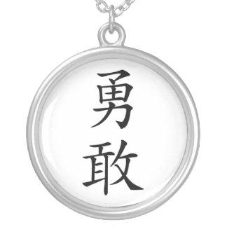 Collar japonés del kanji del valor
