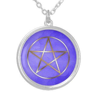 Collar oculto de la estrella del Pentagram del oro