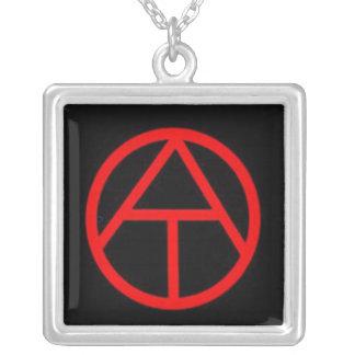 """Collar """"oficial"""" del símbolo del ateísmo"""