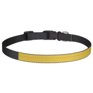 Collar Para Mascotas intrépido enrrollado en el cuello de perro de la