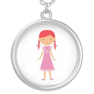 Collar personalizado de la niña con las trenzas ro
