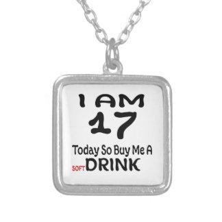 Collar Plateado 17 hoy tan cómpreme una bebida