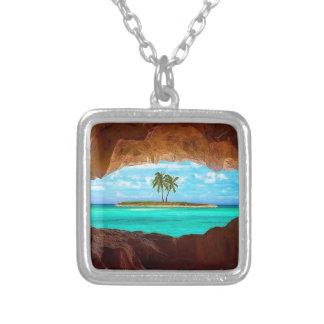 Collar Plateado Agua y palmeras escénicas