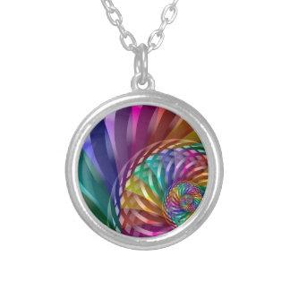 Collar Plateado Arco iris metálico