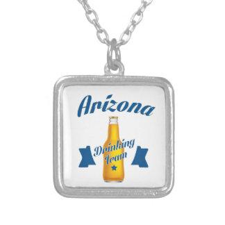 Collar Plateado Arizona que bebe al equipo
