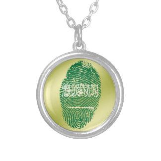 Collar Plateado Bandera de la huella dactilar del tacto del saudí