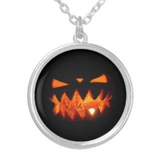 Collar Plateado Calabaza de Halloween