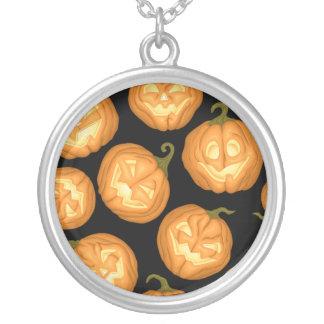 Collar Plateado Calabazas de Halloween