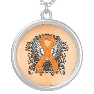 Collar Plateado Cinta anaranjada con las alas