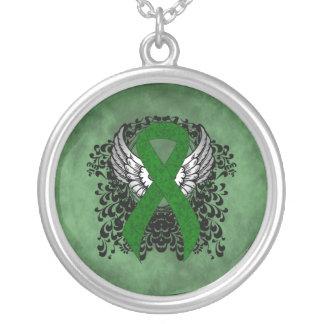 Collar Plateado Cinta verde con las alas