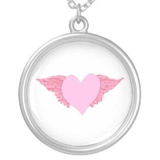 Collar Plateado Corazón con alas