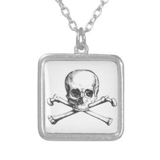 Collar Plateado Cráneo y Crossbone del pirata