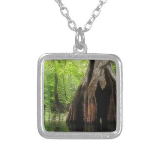 Collar Plateado Cypress hueco masivo