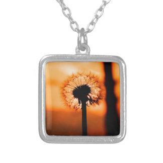 Collar Plateado Dandelion Flower (Diente de León)