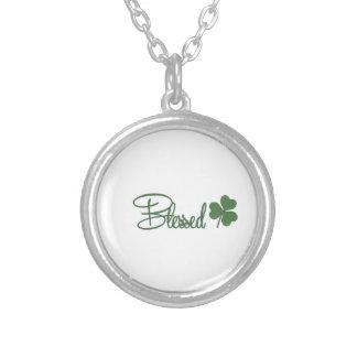 Collar Plateado ☘ del diseño del día de St Patrick bendecido