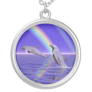 Collar Plateado Delfínes y arco iris