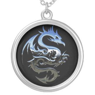 Collar Plateado Dragón de plata abstracto moderno