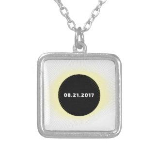 Collar Plateado Eclipse solar total