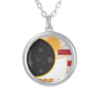 Collar Plateado Eclipse solar total 2017 sobre los E.E.U.U.