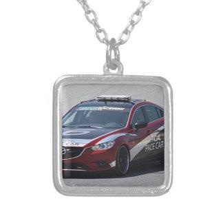 Collar Plateado El competir con auto del coche de deportes