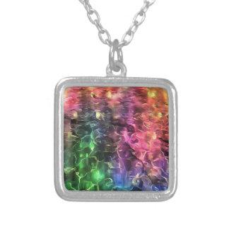 Collar Plateado El extremo del extracto del arco iris