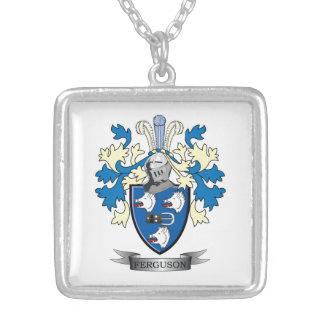 Collar Plateado Escudo de armas del escudo de la familia de