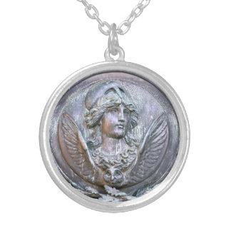 Collar Plateado Escudo de Athena