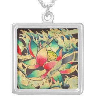 Collar Plateado Flor de Lotus del japonés