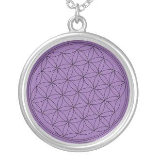 Collar Plateado Flor púrpura de la vida