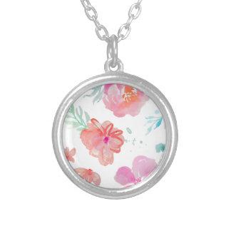 Collar Plateado Flores rosadas románticas de la acuarela