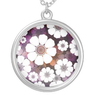 Collar Plateado Flower power púrpura enrrollado