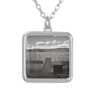 Collar Plateado Forest Lake en Black and White
