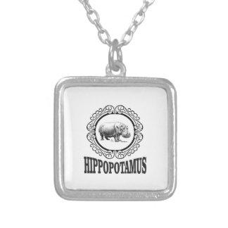 Collar Plateado Hipopótamo enmarcado