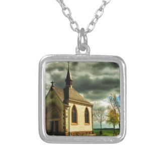 Collar Plateado Iglesia