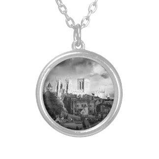 Collar Plateado Iglesia de monasterio de York en el Sun