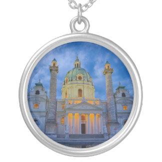 Collar Plateado Iglesia San Carlos, Viena