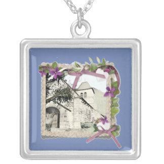 Collar Plateado Iglesia vieja en Francia/Auvergne/Cantal