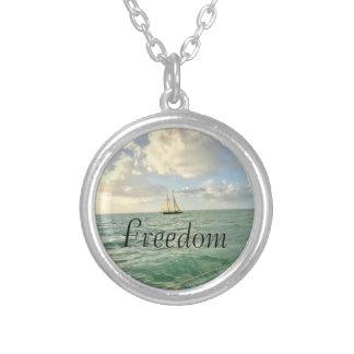 Collar Plateado Intención de la libertad
