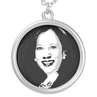 Collar Plateado Kamala Harris para presidente Portrait