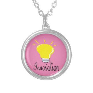 Collar Plateado la luz de la innovación