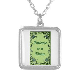 Collar Plateado La paciencia es una virtud